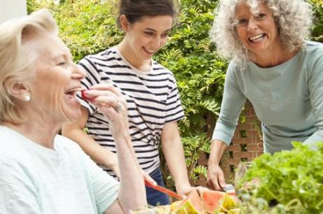Alimentazione: cosa dovrebbero mangiare le donne  a seconda dell'età